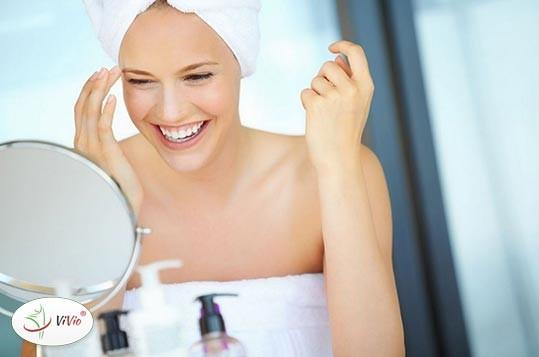kobieta-lustro OLEJ MAGNEZOWY zastosowanie, właściwości kosmetyczne, cena. KONIEC Z PRZYKRYM ZAPACHEM!