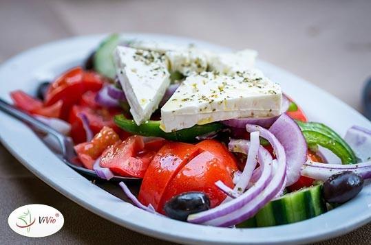salata-ser-feta PRZEPIS NA SAŁATKĘ Z FETĄ w trzech różnych wariantach smakowych!
