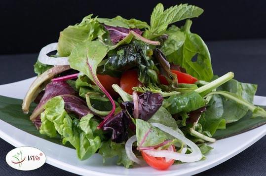 salaty PRZEPIS KWIETNIA: Wiosenna sałatka z chrzanem