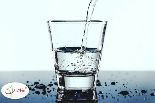 Wyróżniający-ok-1 Czy picie wody w nadmiernych ilościach może nam zaszkodzić?