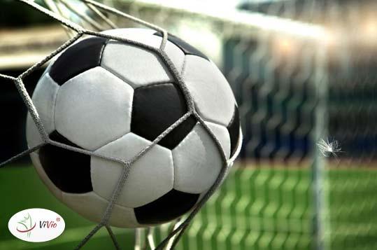 piłka-nożna Badania dowodzą: Polacy lubią piłkę nożną i...  przyjmowanie dużej ilości leków i witamin. Dlaczego?