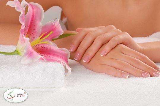 paznokcie Zmiany na paznokciach. <br> Co oznaczają?  Kiedy udać się do lekarza?