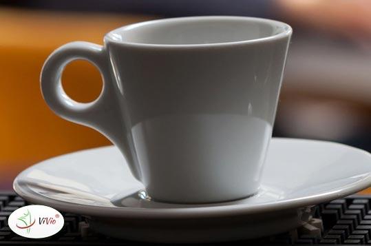 woda Dlaczego wody na kawę i herbatę  nie powinno się gotować kilka razy?