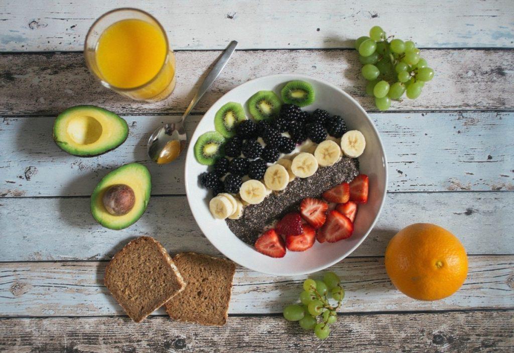 avocado-1844894_1920-1024x703 Wegańskie śniadanie – jak przygotować je w szybki i prosty sposób?