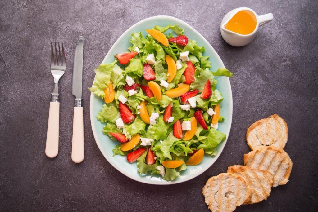 salad-5339543_1920-1024x684 Lekkie sałatki z dodatkiem soczystych owoców – podpowiadamy jak je przygotować!
