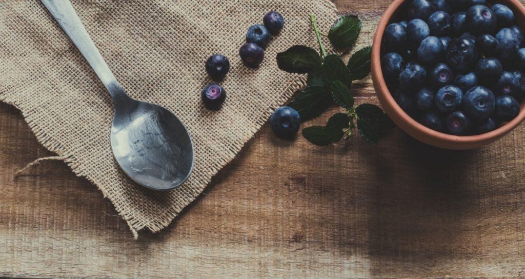 blue-berries-4053767_1920-1024x544 Smak lata w zdrowej odsłonie – jak wykorzystać maliny i borówki w codziennej kuchni?