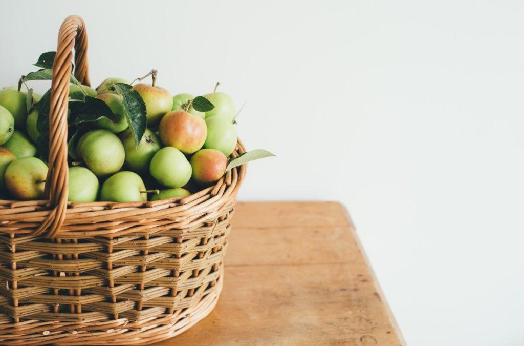 apples-2607193_1920-1024x675 Dlaczego warto jeść jabłka i jak wykorzystać je w naszej kuchni?
