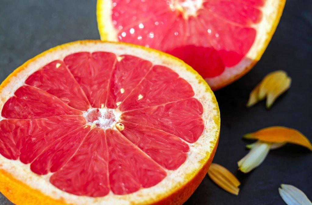 grapefruit-1647688_1920-1024x673 Cytrusy w codziennej kuchni – dlaczego warto je jeść i jak je wykorzystać?