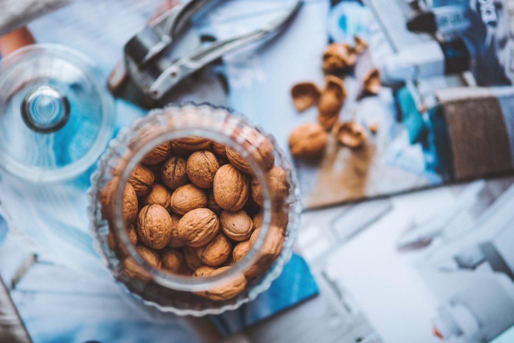 walnuts-791594_1920-1024x683 Ciasta orzechowe w świątecznym wydaniu – jak je przygotować?