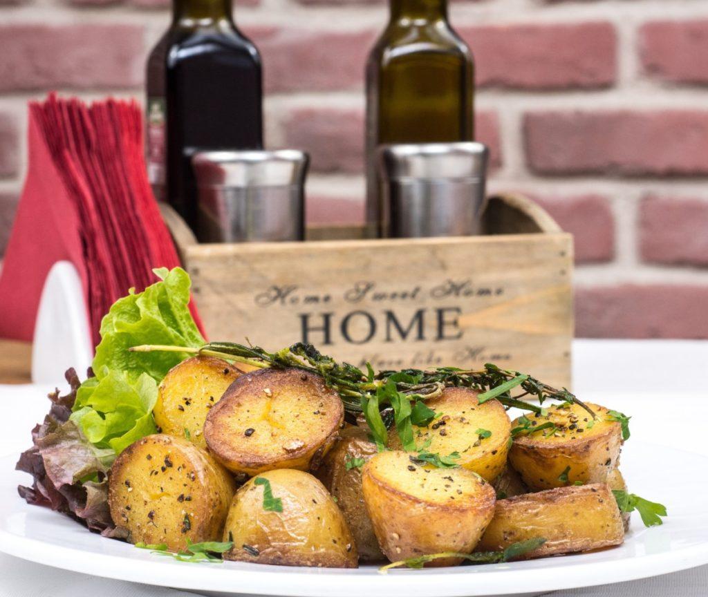 baked-potatoes-2157201_1920-1024x864 Steki z kurczaka i klopsy wegańskie – jak przygotować smaczny obiad dla całej rodziny?