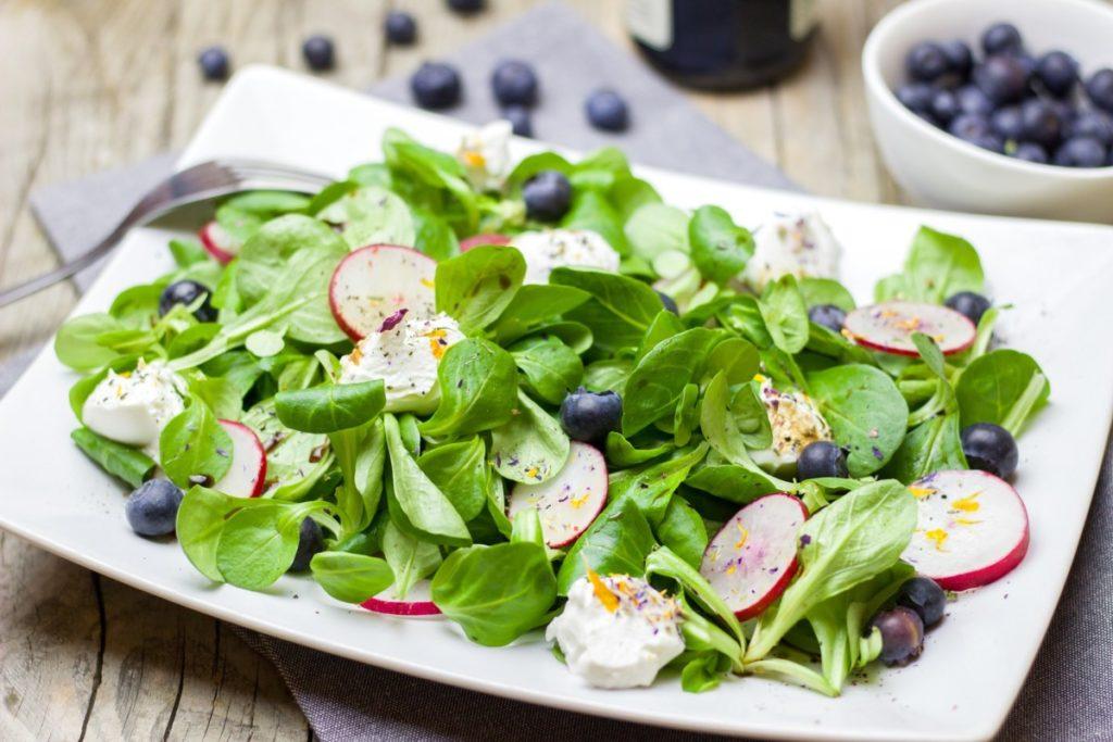 salad-2228890_1920-1024x683 Jak przygotować zdrową i lekką kolację?