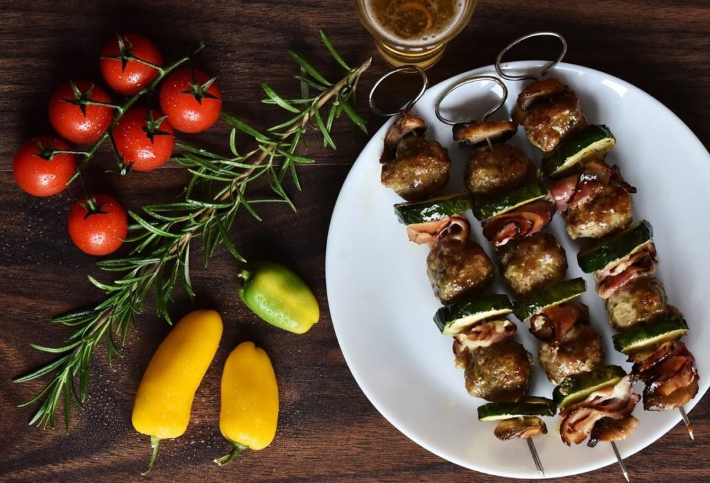 chicken-3183558_1280-1024x696 Zdrowe grillowanie czas zacząć – poznaj przepisy na pyszne dania z rusztu!