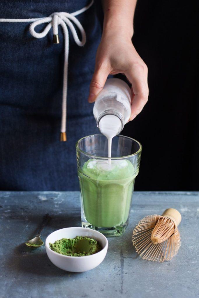 matcha-latte-2356772_1920-683x1024 Poznaj naturalne napoje o działaniu energetyzującym?